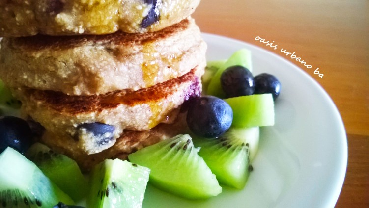 Oasis Urbano BA, Pancakes de avena y banana con arándanos 03